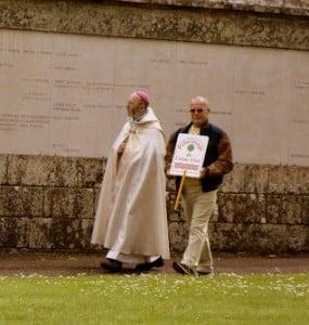 en attendant l'arrivée de monseigneur Centène, accompagné de Philippe...