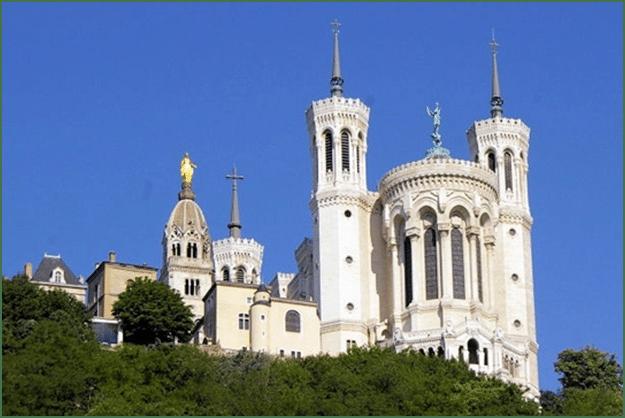 Deux témoignages donnés lors du pélerinage à ND de Fourvière à Lyon le 14 septembre 2014